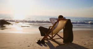 relaxar-vida-melhor-praia-descansar-homem-emprego-1339185230049_956x500
